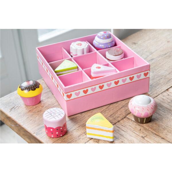 set-de-9-prajituri-in-cutie-cadou-new-classic-toys-02