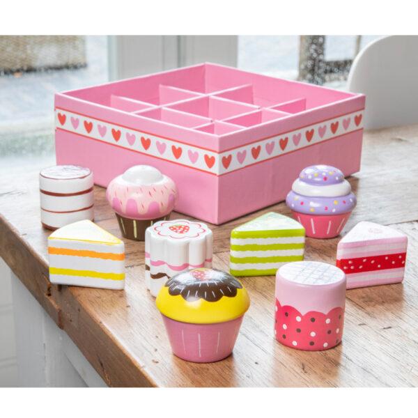 set-de-9-prajituri-in-cutie-cadou-new-classic-toys-04