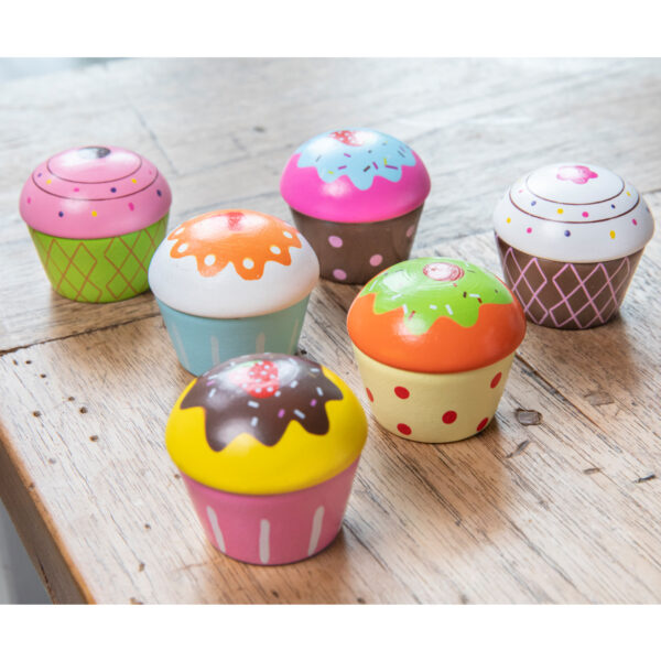 set-de-6-briose-in-cutie-de-cadou-new-classic-toys-04