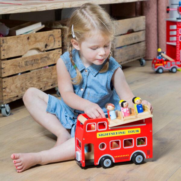 autobuz-turistic-cu-9-figurine-new-classic-toys-04