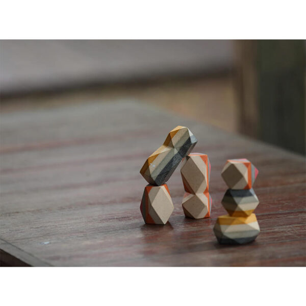 Jucarie din lemn - Blocuri geometrice pentru stivuire - Geo stacking rock - Plan Toys